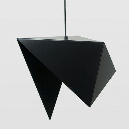 piękna i oryginalna lampa wisząca nad stół do jasnego salonu
