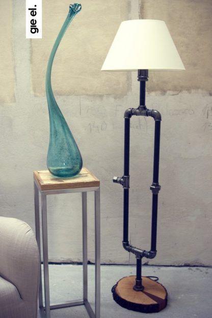 piękna lampa stołowa z rurek z abażurem - aranżacja
