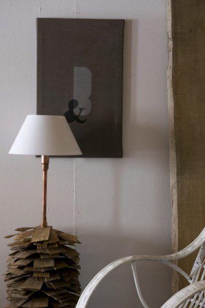 piękna stojąca drewniana lampa do salonu z miedzianych rur