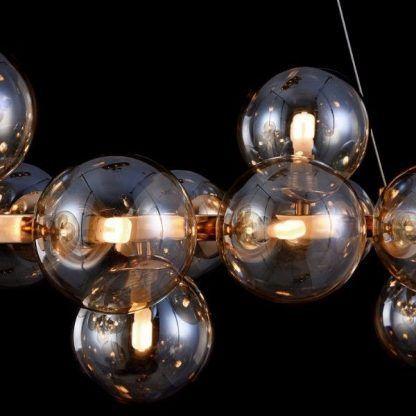 piękne przyciemniane szkło w żyrandolu z kulami