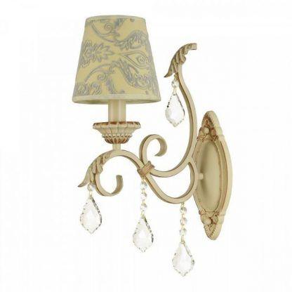 piękny klasyczny żyrandol w kremowym kolorze do salonu