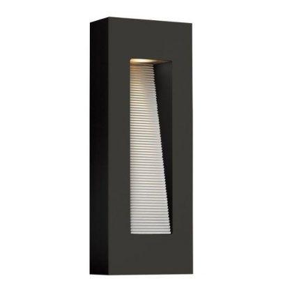 pionowy kinkiet prostokątny zewnętrzny na elewację domu