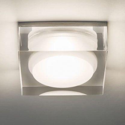 plafon sufitowy szklana bryła w kształcie prostokąta