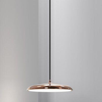 płaska metalowa lampa miedziana do salonu