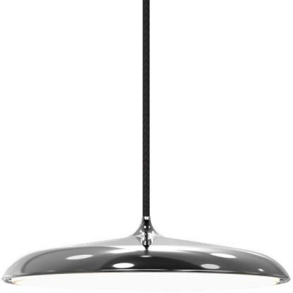 płaska srebrna lampa wisząca nad stół