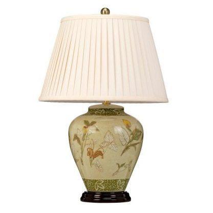 Plisowany abażur lampy z wzorzystą podstawą