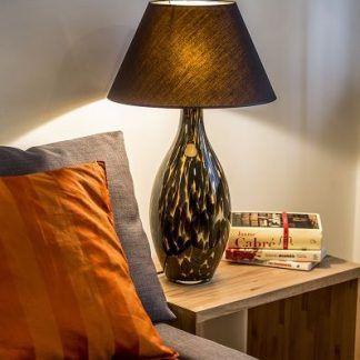 podłużna lampa stołowa z czarną ceramiczną podstawą