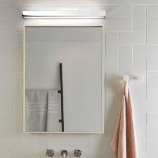 podłużny, srebrny kinkiet nad lustro do łazienki
