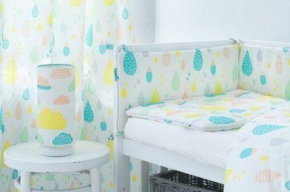 Pokój dziecięcy z białą lampą kolorowe kropelki