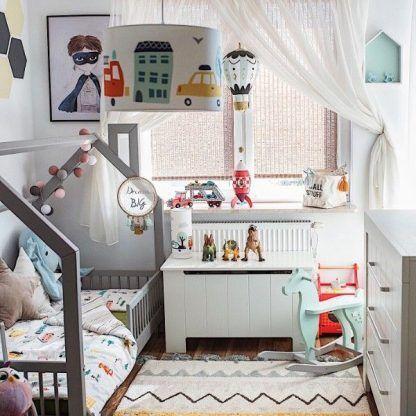 Pokój dziecięcy z lampami w wozy strażackie