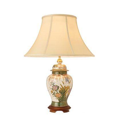 porcelanowa lampa stołowa w lilie z abażurem