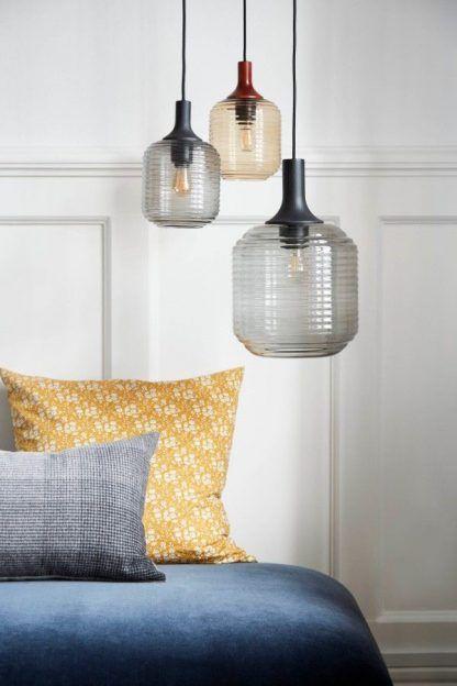 prążkowane lampy wisząca z kolorowego szkła