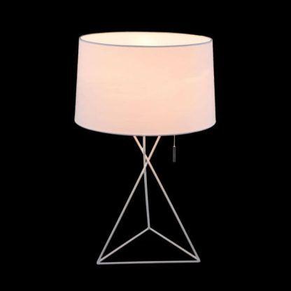 Prosta lampa stołowa idealna do sypialni obok łóżka