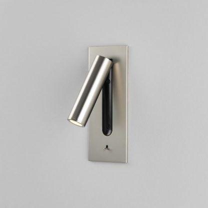 reflektorek ścienny wsuwany do ściany - nowoczesna sypialnia
