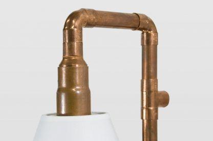 retro lampa z miedzianych rurek z żarówką - nowoczesna