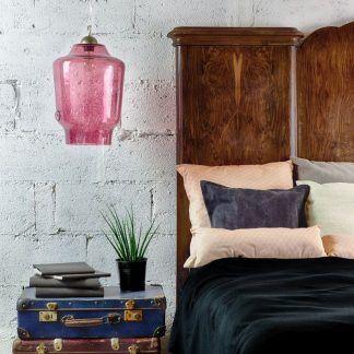 różowa nowoczesna lampa wisząca ze szkła do sypialni