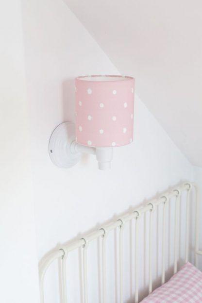 różowy kinkiet w białe groszki dla dziewczynki
