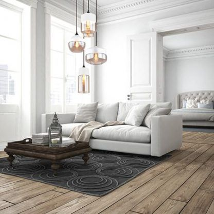 salon w bieli i drewnie aranżacja oświetlenie