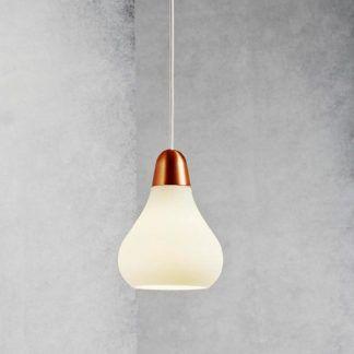 skandynawska lampa wisząca na betonowej ścianie
