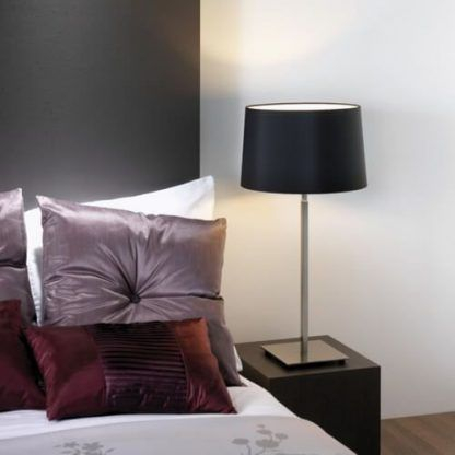 srebrna lampa stołowa do fioletowej sypialni
