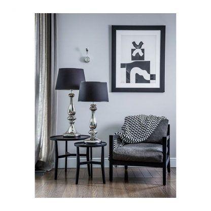 srebrna lampa stołowa z abażurem aranżacja salon