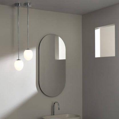 srebrna lampa wisząca do łazienki nowoczesna