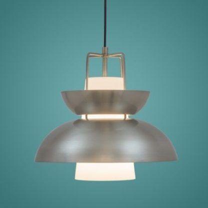 srebrna nowoczesna lampa wisząca do kuchni