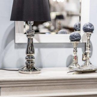 srebrna podstawa - lampa stołowa z czarnym abażurem