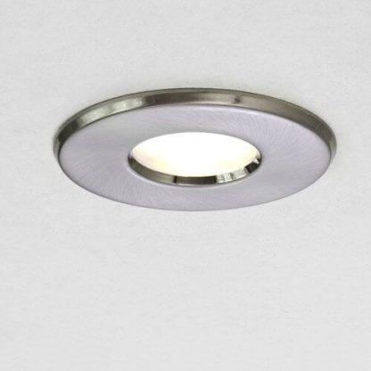 srebrne oczko i halogen LED - salon i łazienka