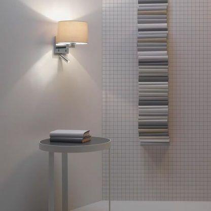 srebrny kinkiet do łazienki z reflektorkiem