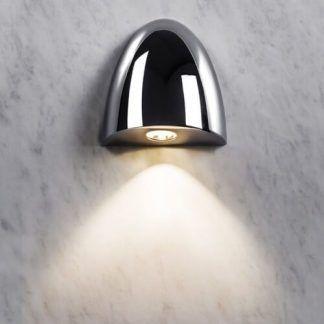 srebrny kinkiet łazienkowy aranżacja marmur