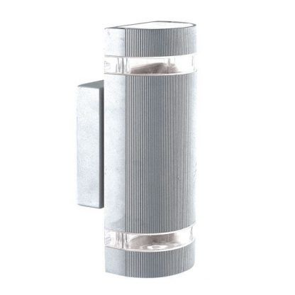 srebrny kinkiet na elewację domku - ciekawy wygląd
