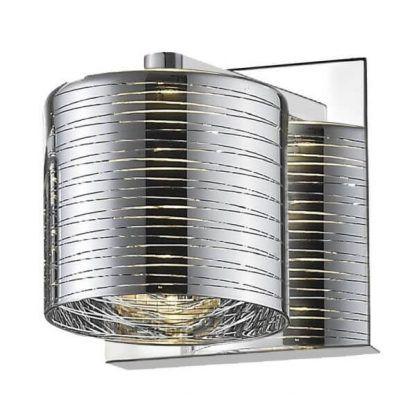 Srebrny kinkiet w chromowanym wykończeniu do salonu