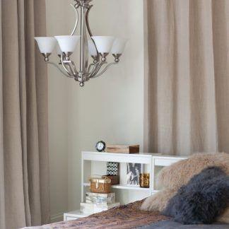 srebrny stalowy żyrandol 5 żarówek i białe szklane klosze - sypialnia