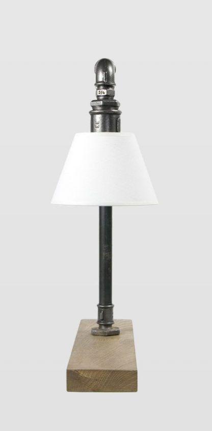 stalowa lampka z rurek z białym kloszem - drewniana podstawa