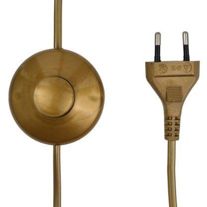 Staranne wykończenie włącznika oraz wtyczki od lampy