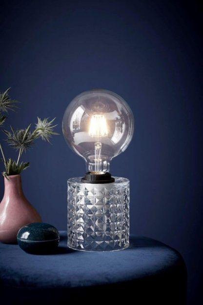 stojąca lampa kryształowa glamour z dekoracyjną żarówką