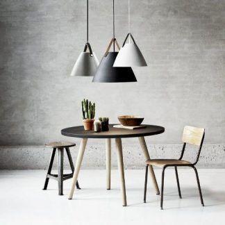 stożkowe lampy wiszące nad stół aranżacja industrialna