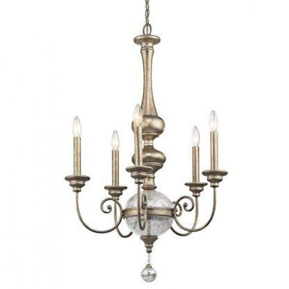 Świeczniki i szklana kula w złotym żyrandolu do sypialni
