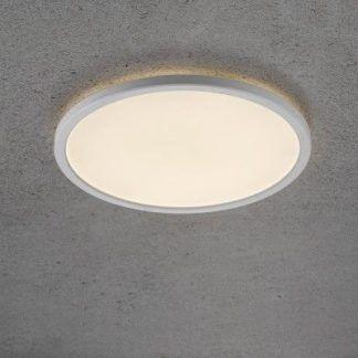 Szara aranżacja ścian z białym plafonem LED