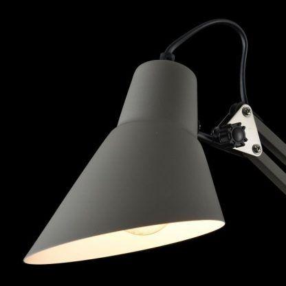 szara lampa biurkowa przemysłowa