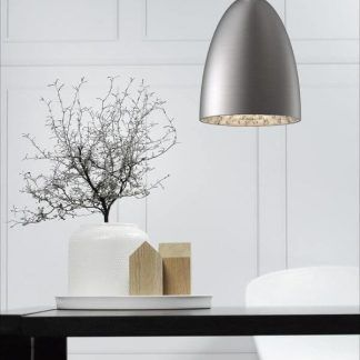 szara lampa wisząca nad stół w salonie - piękny klosz