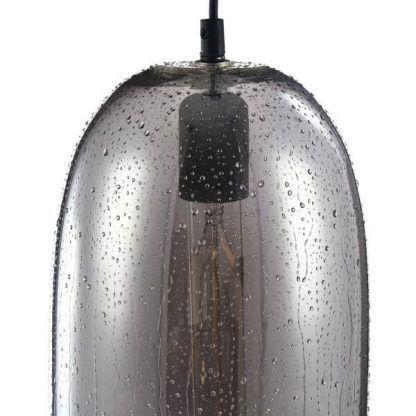 szara lampa wisząca z barwionego szkła do kuchni