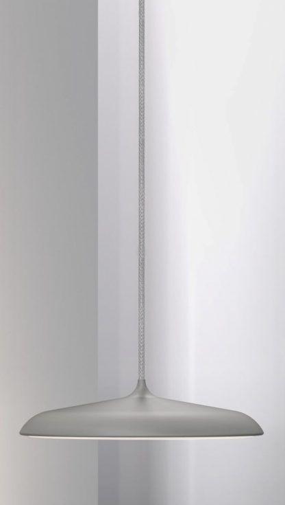szara lampa wisząca z płaskim kloszem do jadalni