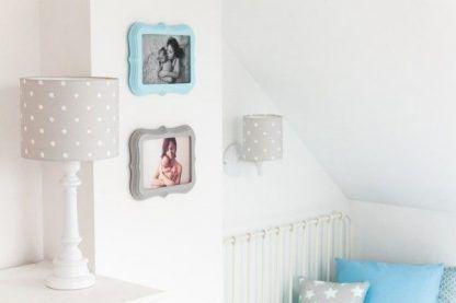 Szara lampa z abażurem w kropki pokój dziecięcy