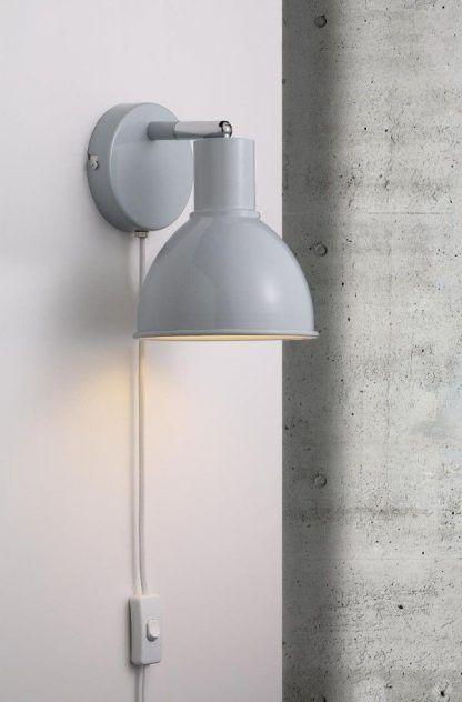 szary kinkiet z włącznikiem na kablu - do ścian betonowych
