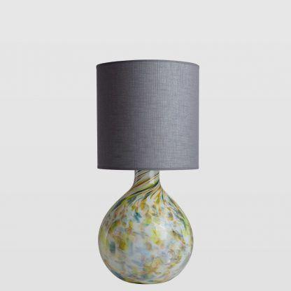 szklana lampa stołowa z kolorowych barwach - szary abażur