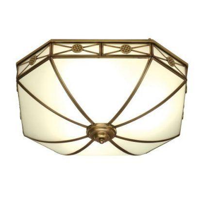 szklana lampa sufitowa w mosiężnej dekoracyjnej ramie