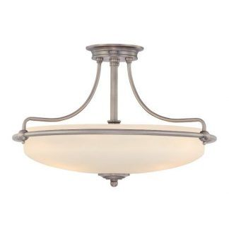 szklana lampa sufitowa z klasycznymi zdobieniami