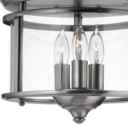 szklana lampa w srebrnej ramie